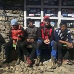 Txema, totalmente integrado desde el primer día en la vida nepalí...