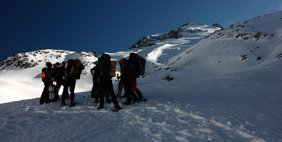 Contrucción de iglús y raquetas de nieve en el Pirineo.